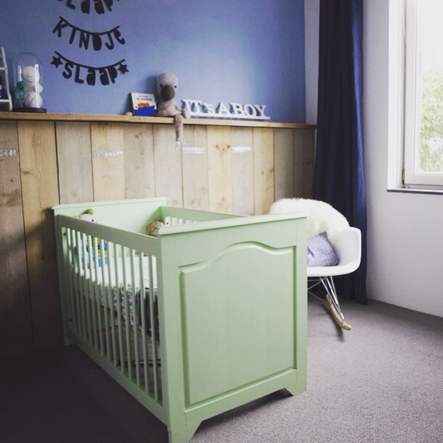 Babykamer mintgroen steigerhout